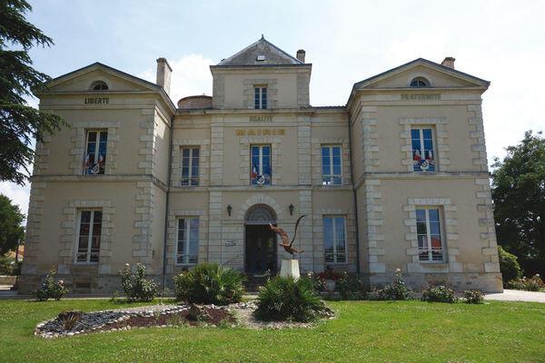 Mairie Vouillé Deux-Sèvres